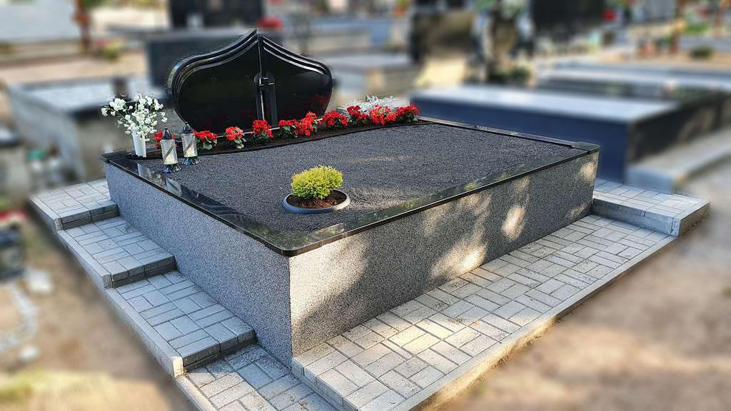 Trinkelių klojimas kapinėse 1